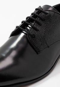 H by Hudson - CRAIGAVON STAMP - Business sko - black - 5