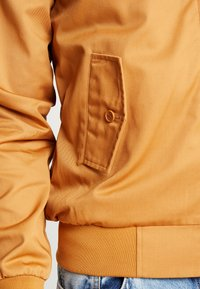 HARRINGTON - Bomberjacks - caramel
