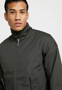 HARRINGTON - MICK - Bomberjacks - kaki - 3