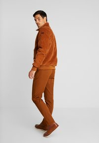 HARRINGTON - LIAM - Light jacket - caramel - 2