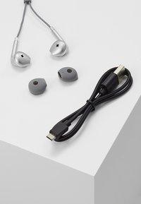 Happy Plugs - WIRELESS II - Høretelefoner - space grey - 3