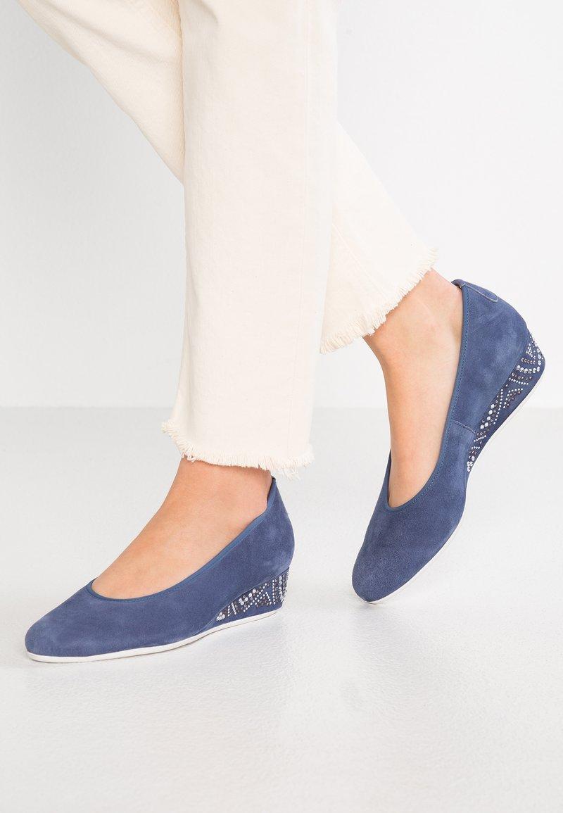 HASSIA - WIDE FIT NIZZA - Zeppe - jeans