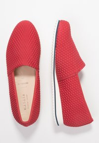HASSIA - WIDE FIT PIACENZA - Loaferit/pistokkaat - red - 3