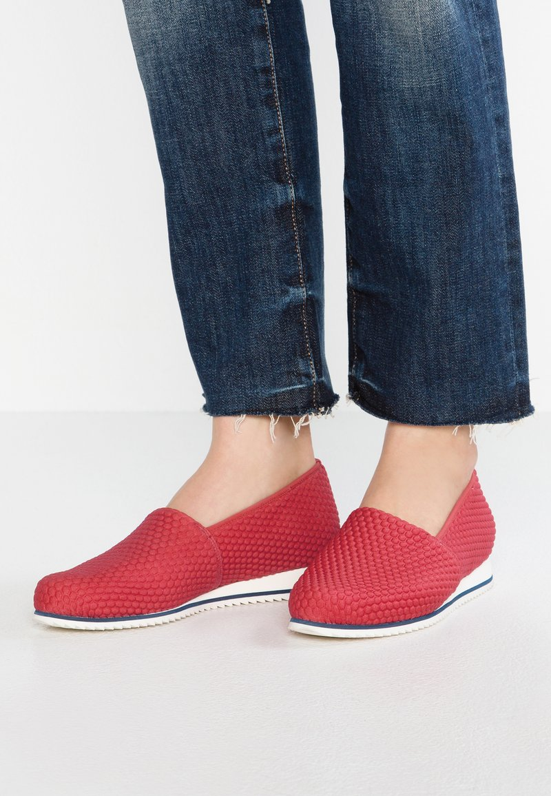 HASSIA - WIDE FIT PIACENZA - Loaferit/pistokkaat - red