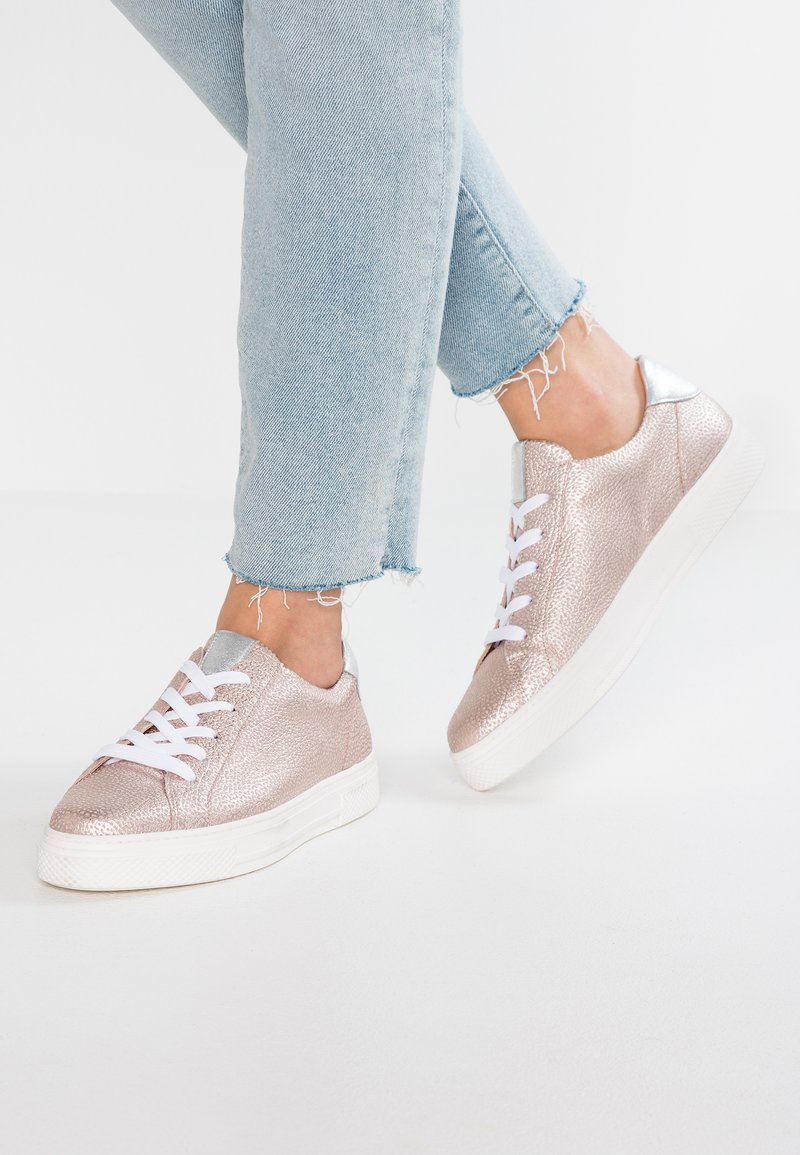 HASSIA - WIDE FIT BILBAO - Sneaker low - rose/silber