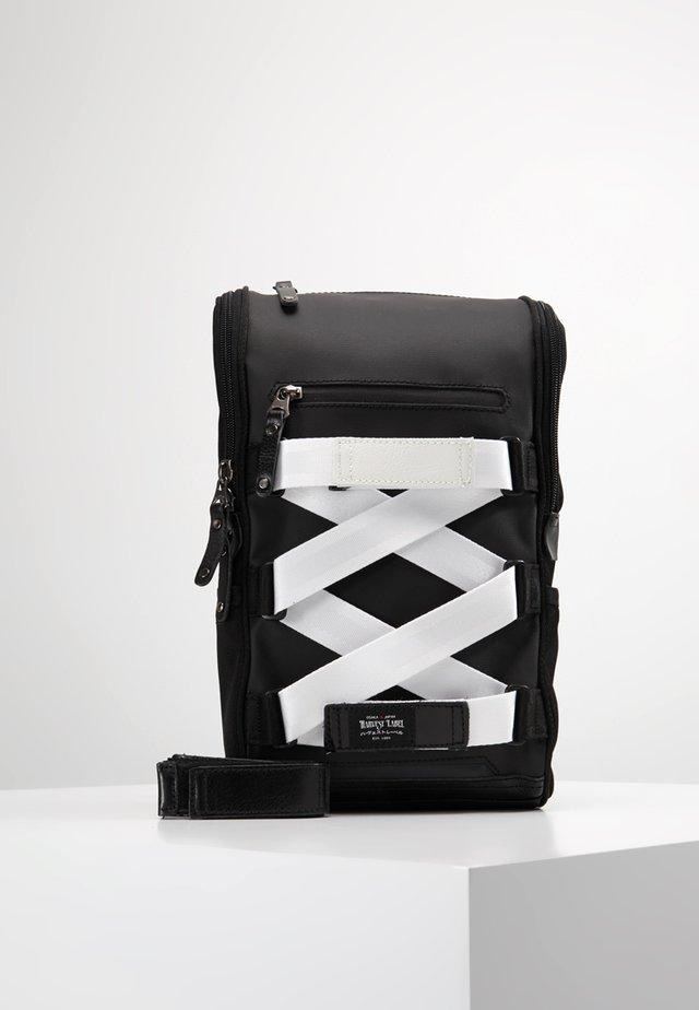 SLING PACK - Across body bag - black