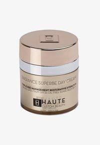 Haute Custom Beauty - RADIANCE SUPERBE SUPREME DAY CREAM 50ML - Getinte dagcrème - neutral medium - 0