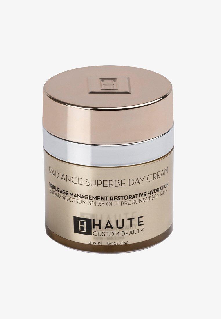 Haute Custom Beauty - RADIANCE SUPERBE SUPREME DAY CREAM 50ML - Tinted moisturiser - neutral medium