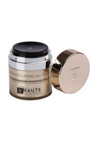 Haute Custom Beauty - RADIANCE SUPERBE SUPREME DAY CREAM 50ML - Tinted moisturiser - neutral tan - 1