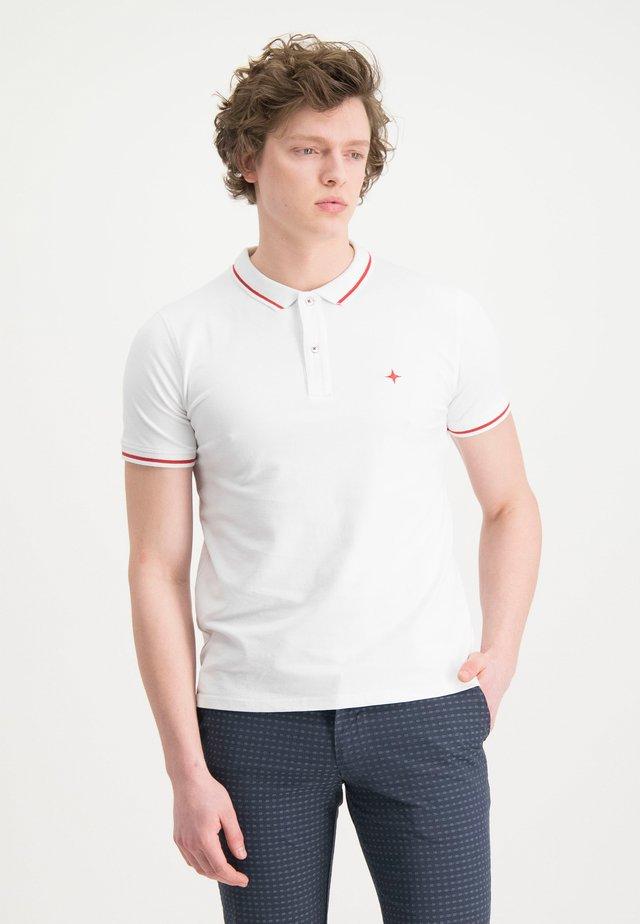 HAZE&FINN POLOSHIRT - Polo shirt - white-americanred