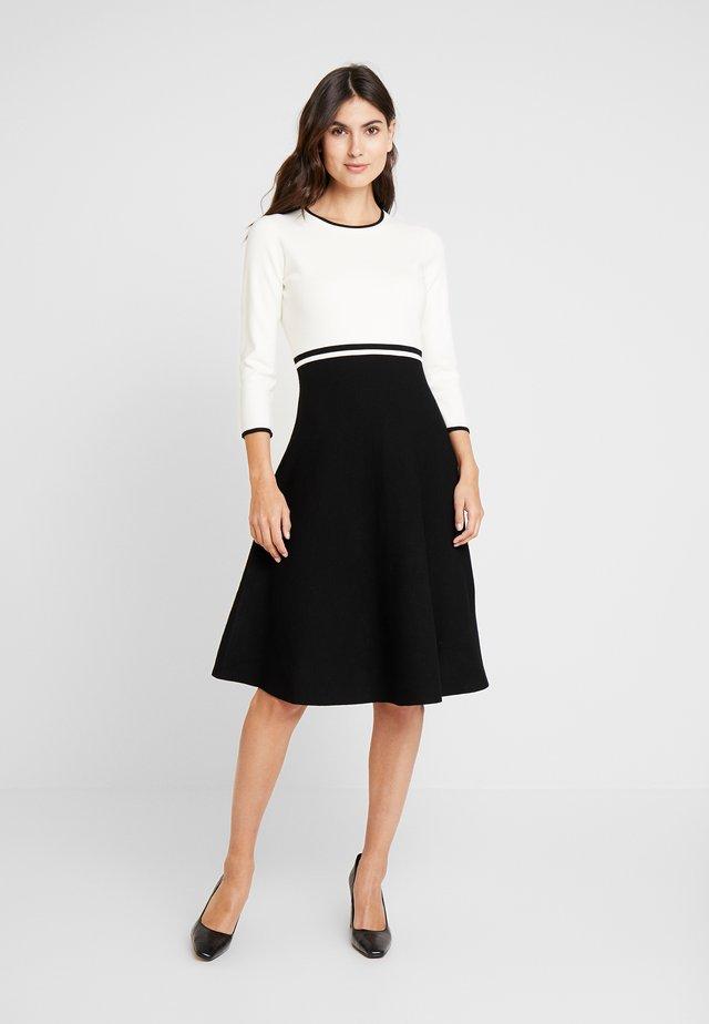 HAYDEN DRESS - Strickkleid - ivory/black