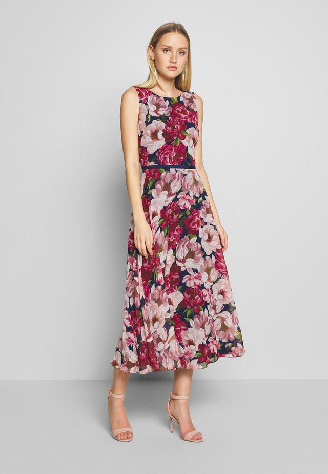 CARLY DRESS - Korte jurk - peony pink