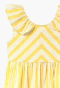 Hust & Claire - DORTHEA - Vestido informal - lemon drop - 3
