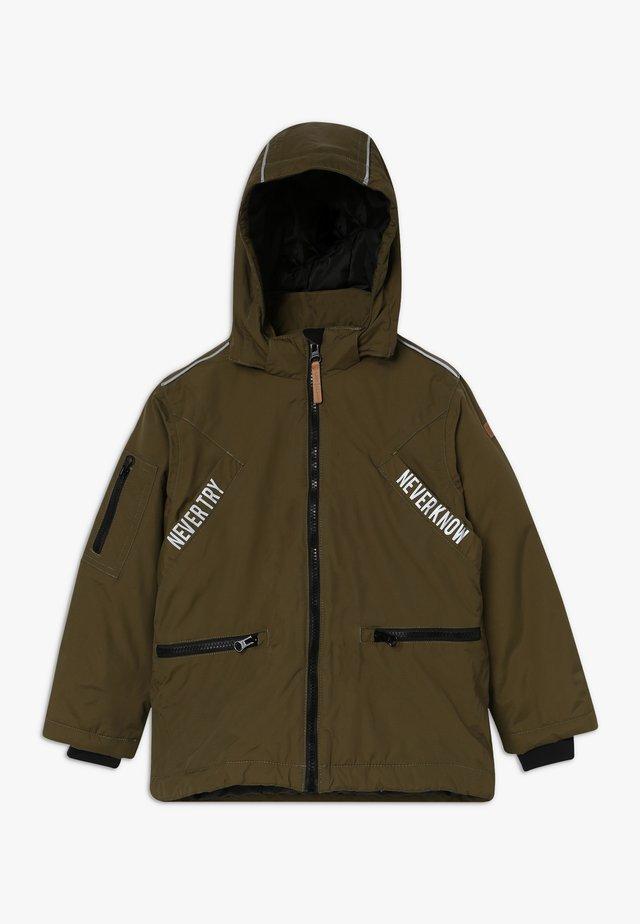 OLI JACKET - Zimní kabát - dark olive