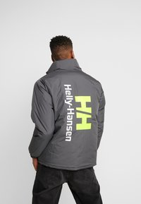 Helly Hansen - REVERSIBLE PUFFER JACKET  - Veste d'hiver - black - 4