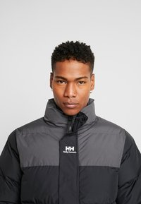 Helly Hansen - REVERSIBLE PUFFER JACKET  - Veste d'hiver - black - 5