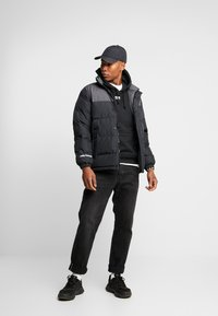 Helly Hansen - REVERSIBLE PUFFER JACKET  - Veste d'hiver - black - 1