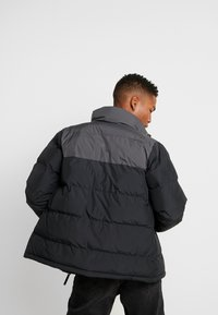 Helly Hansen - REVERSIBLE PUFFER JACKET  - Veste d'hiver - black - 2