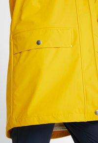Helly Hansen - MOSS INS COAT 2-IN-1 - Sadetakki - essential yellow - 4