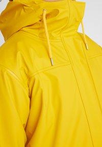 Helly Hansen - MOSS INS COAT 2-IN-1 - Sadetakki - essential yellow - 6