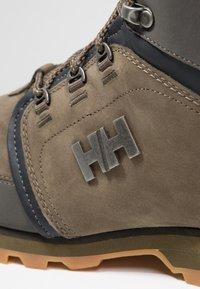 Helly Hansen - KOPPERVIK - Scarpa da hiking - ivy green/beluga/jet black - 5