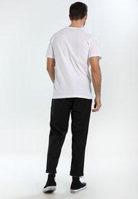 Helly Hansen - LOGO - T-shirt med print - white - 2
