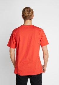 Helly Hansen - LOGO - T-shirt med print - alert red - 2