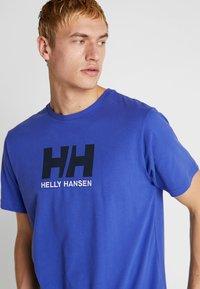 Helly Hansen - LOGO - T-shirt med print - royal blue - 4