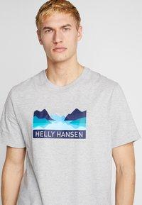 Helly Hansen - NORD GRAPHIC  - Print T-shirt - grey melange - 4