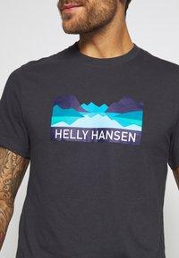 Helly Hansen - NORD GRAPHIC  - Print T-shirt - ebony - 5