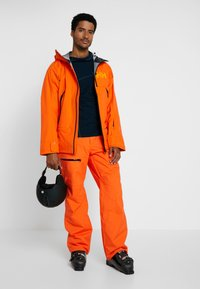 Helly Hansen - SOGN CARGO PANT - Skibroek - bright orange - 1