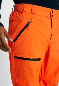 Helly Hansen - SOGN CARGO PANT - Skibroek - bright orange - 4