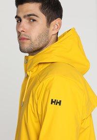 Helly Hansen - MOSS RAIN COAT - Waterproof jacket - essential yellow - 4