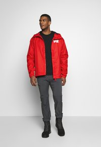 Helly Hansen - ACTIVE JACKET - Regnjacka - alert red - 1
