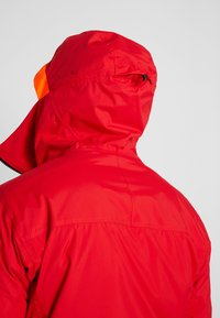 Helly Hansen - STRAIGHTLINE LIFALOFT JACKET - Snowboardová bunda - alert red - 5
