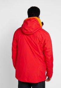 Helly Hansen - STRAIGHTLINE LIFALOFT JACKET - Snowboardová bunda - alert red - 2