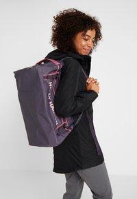 Helly Hansen - NEW CLASSIC DUFFEL BAG XS 30L - Sportovní taška - nightshade - 7