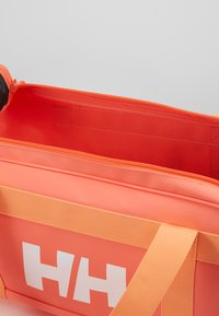 Helly Hansen - SCOUT DUFFEL S - Sports bag - living coral - 5