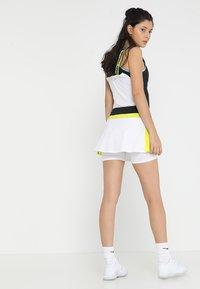 Head - EMMA SKORT  - Falda de deporte - white/yellow - 2
