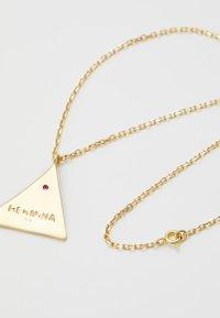 Hermina Athens - KRESSIDA PYRAMIS LARGE PENDANT - Ketting - gold-coloured/red - 2