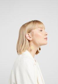 Hermina Athens - KRESSIDA INFINITY EARRINGS - Orecchini - gold-coloured/multicolored - 1