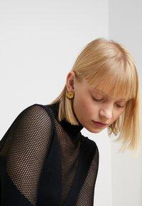 Hermina Athens - KRESSIDA SMALL PIN EARRINGS PAIR - Kolczyki - gold-coloured/citrine - 1