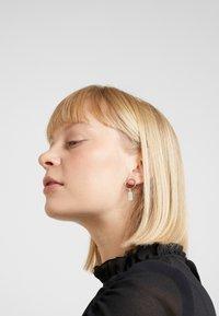 Hermina Athens - HERMINA TAG BAND EARRINGS - Earrings - silver - 1