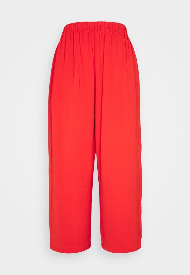 NEW DEMO PANTS - Broek - emotional red