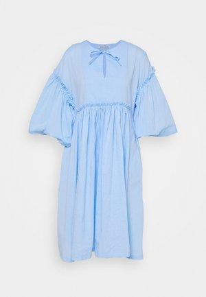DARLING DRESS - Hverdagskjoler - light blue