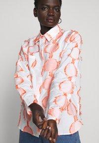 Henrik Vibskov - CRANE - Button-down blouse - cream - 6