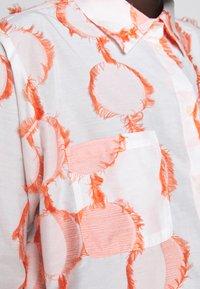 Henrik Vibskov - CRANE - Button-down blouse - cream - 8