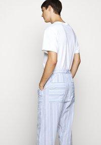 Henrik Vibskov - KAII SHIRT PANTS - Trousers - blue - 4