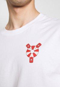 Henrik Vibskov - THE TEE - Print T-shirt - white - 5