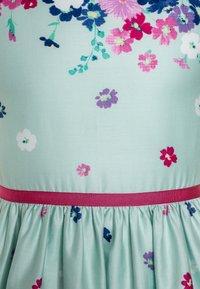 happy girls - BORDERPRINT MIT BLUMEN - Sukienka letnia - ice blue - 2